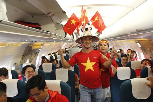 Tour xem Việt Nam đá chung kết Kings Cup có giá gần 14 triệu - Ảnh 1.