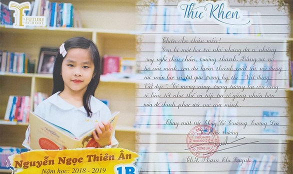 Trường thay giấy khen bằng thư khen khiến học trò, cha mẹ rưng rưng - Ảnh 1.