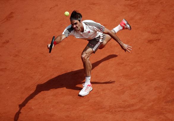 Federer lực bất tòng tâm trước Nadal - Ảnh 1.