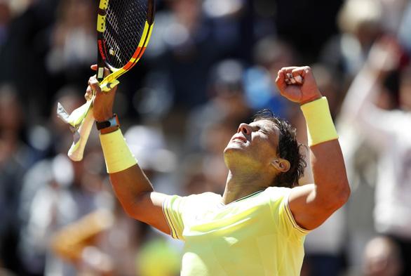 Federer lực bất tòng tâm trước Nadal - Ảnh 2.