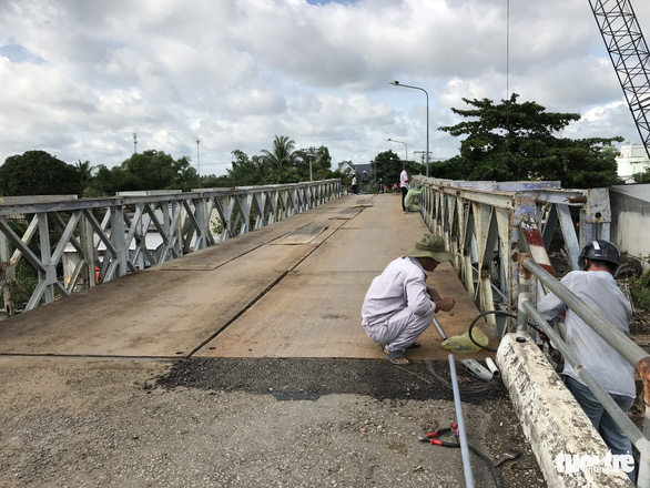 Cầu Tân Nghĩa thông xe, cho xe máy và người đi bộ qua cầu - Ảnh 3.