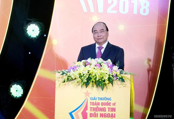 Thủ tướng Nguyễn Xuân Phúc: Đấu tranh chống các luận điệu xuyên tạc, sai trái - Ảnh 1.