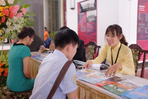 Doanh nghiệp cùng nhà trường cam kết việc làm cho sinh viên - Ảnh 4.