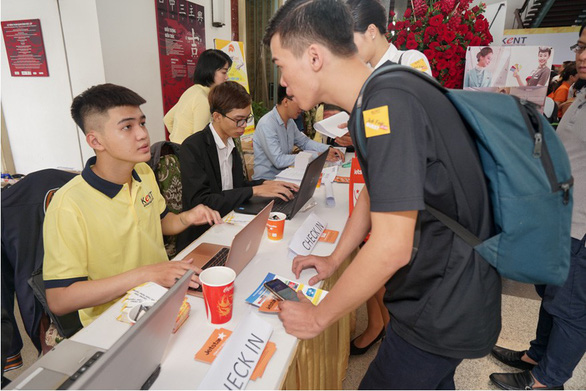 Doanh nghiệp cùng nhà trường cam kết việc làm cho sinh viên - Ảnh 3.