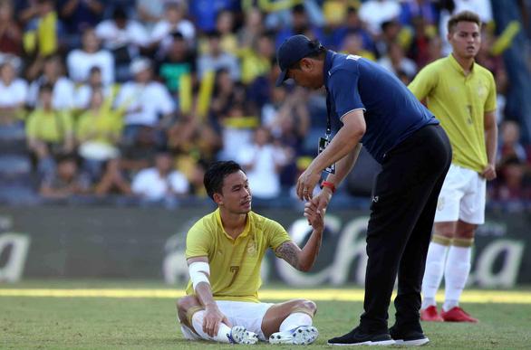 Thái Lan trắng tay tại King's Cup 2019: Dư luận Thái Lan sốc, HLV Sirisak vẫn lạc quan - Ảnh 1.