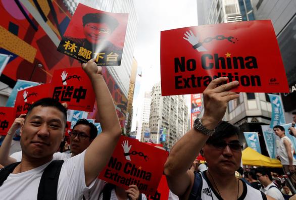 Biểu tình cực lớn ở Hong Kong phản đối dự luật dẫn độ - Ảnh 1.