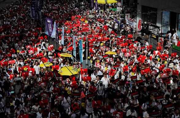 Biểu tình cực lớn ở Hong Kong phản đối dự luật dẫn độ - Ảnh 3.