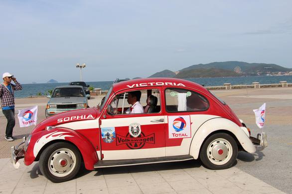 400 xe Vespa và ôtô cổ hội ngộ tại Nha Trang - Ảnh 5.