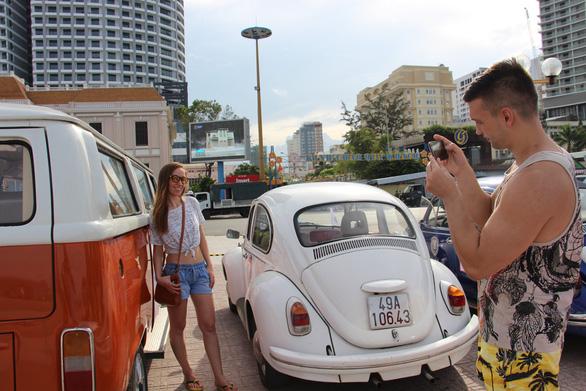 400 xe Vespa và ôtô cổ hội ngộ tại Nha Trang - Ảnh 6.
