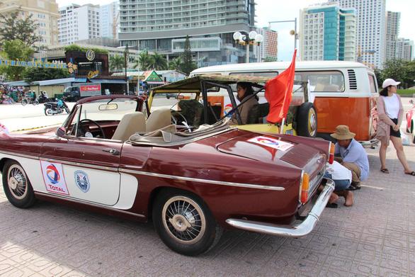 400 xe Vespa và ôtô cổ hội ngộ tại Nha Trang - Ảnh 8.