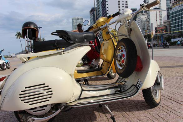 400 xe Vespa và ôtô cổ hội ngộ tại Nha Trang - Ảnh 9.
