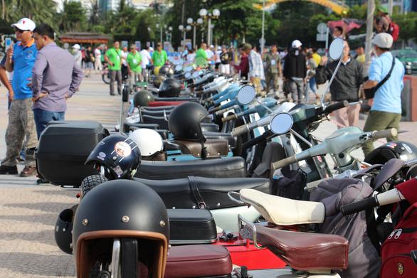 400 xe Vespa và ôtô cổ hội ngộ tại Nha Trang - Ảnh 10.