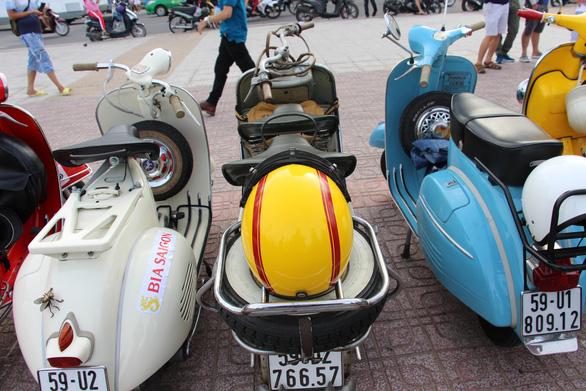 400 xe Vespa và ôtô cổ hội ngộ tại Nha Trang - Ảnh 14.