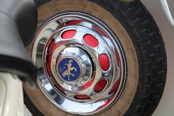 400 xe Vespa và ôtô cổ hội ngộ tại Nha Trang - Ảnh 16.
