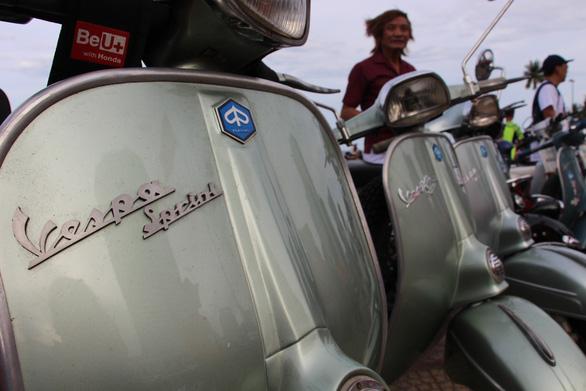 400 xe Vespa và ôtô cổ hội ngộ tại Nha Trang - Ảnh 17.