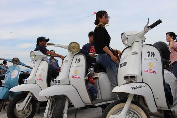 400 xe Vespa và ôtô cổ hội ngộ tại Nha Trang - Ảnh 20.