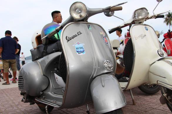 400 xe Vespa và ôtô cổ hội ngộ tại Nha Trang - Ảnh 22.