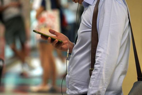 Rò rỉ thông tin, Malaysia cấm điện thoại, thiết bị số trong các cuộc họp chính phủ - Ảnh 1.