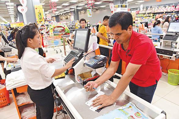 Người nước ngoài và chi tiêu không tiền mặt ở Việt Nam - Ảnh 1.