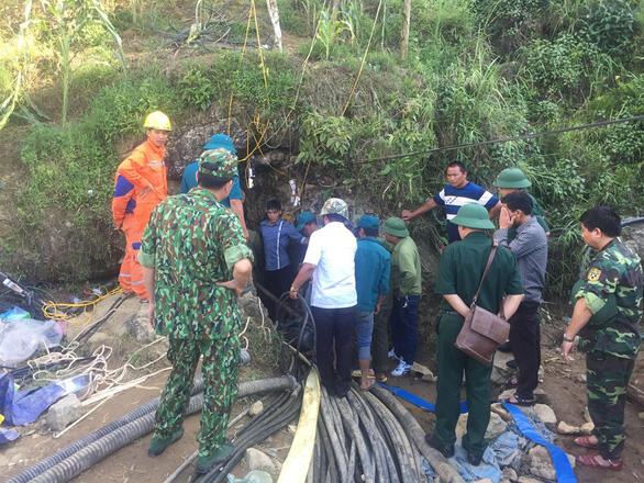 Tìm thấy thi thể người đàn ông mắc kẹt dưới hang sâu 40m - Ảnh 1.