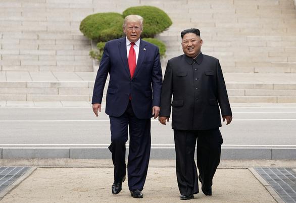 Gặp ông Kim ở DMZ: giây phút ngẫu hứng, thiếu tính chiến lược của ông Trump? - Ảnh 1.