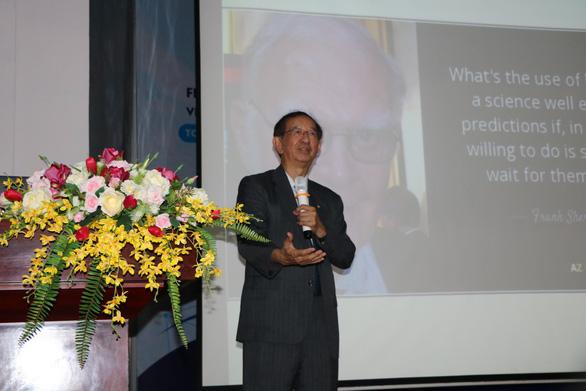 Sinh viên ở Sài Gòn nghe chuyện đời của nhà khoa học Đài Loan đạt giải Nobel - Ảnh 2.