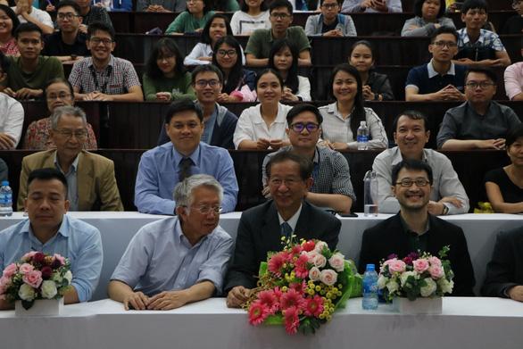 Sinh viên ở Sài Gòn nghe chuyện đời của nhà khoa học Đài Loan đạt giải Nobel - Ảnh 1.