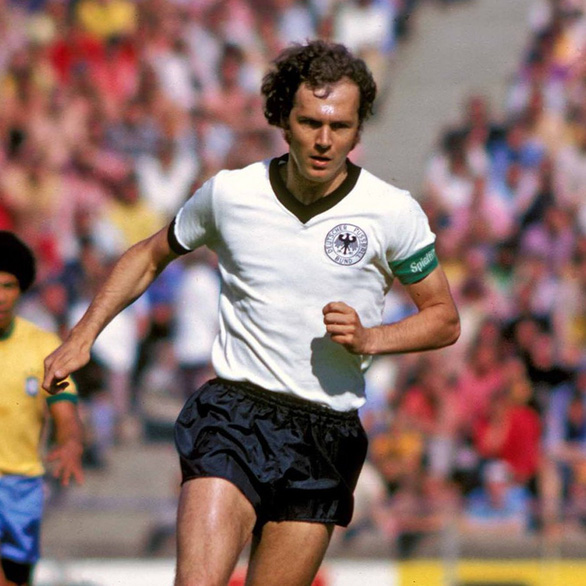 Ngũ đại tông sư thế giới bóng đá: Chỉ mình Cruyff là thánh - Ảnh 2.