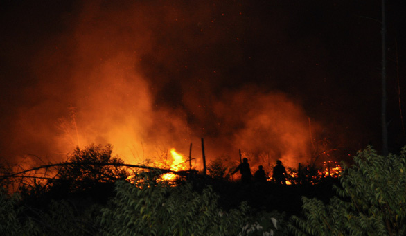 Trắng đêm dập lửa, cơ bản đã khống chế các điểm cháy rừng ở Hà Tĩnh - Ảnh 1.