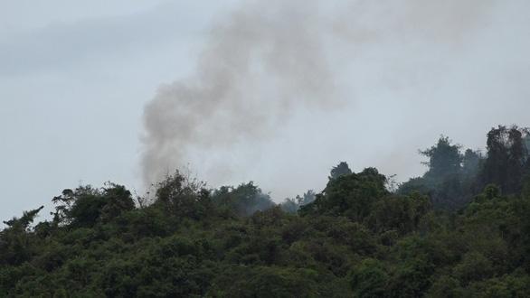 Chưa dập tắt được các đám cháy rừng tại Quảng Ngãi - Ảnh 1.
