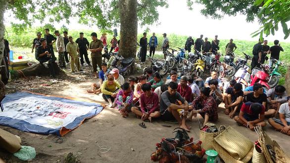 Tây Ninh: Bắt hàng chục người đi ghe ra đảo giữa hồ Dầu Tiếng để sát phạt