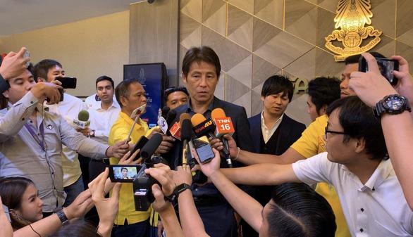 HLV Nhật Bản 'suy nghĩ lại' về việc dẫn dắt tuyển Thái Lan - Ảnh 1.