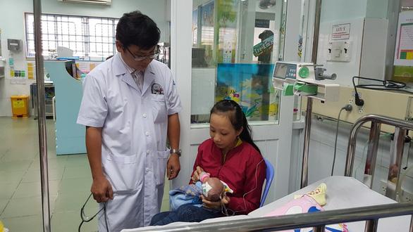 Phẫu thuật tim hở thành công cho bé gái sinh non nặng 1,6kg - Ảnh 1.