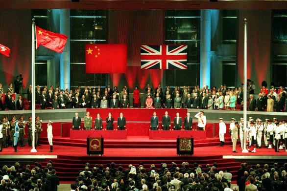 Kỷ niệm trao trả Hong Kong: Trưởng đặc khu hứa lắng nghe người trẻ - Ảnh 2.