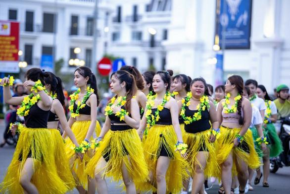 Rực rỡ sức trẻ trong lễ kỷ niệm 30 năm ngày tái lập tỉnh Phú Yên - Ảnh 3.