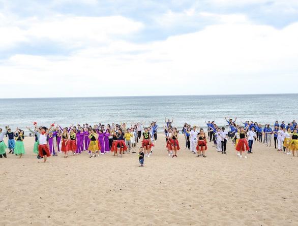 Rực rỡ sức trẻ trong lễ kỷ niệm 30 năm ngày tái lập tỉnh Phú Yên - Ảnh 4.