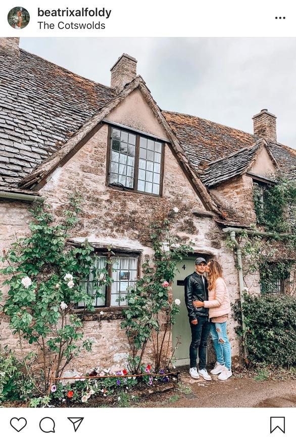 Nhà đẹp quá, du khách rần rần tới chụp ảnh, nhiều người Anh bán nhà - Ảnh 5.
