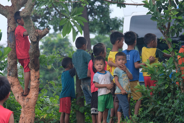 Thầy thuốc trẻ khám bệnh ở Lào: suýt vỡ trận vì quá đông - Ảnh 2.