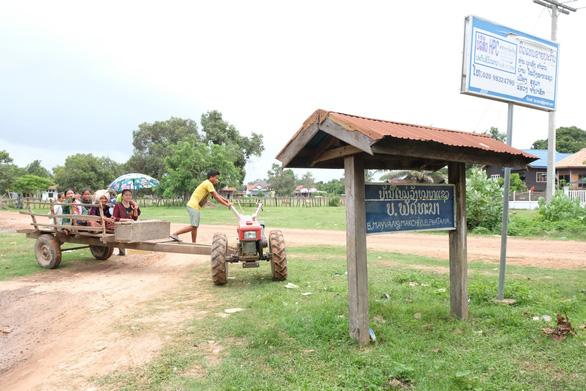 Thầy thuốc trẻ khám bệnh ở Lào: suýt vỡ trận vì quá đông - Ảnh 10.