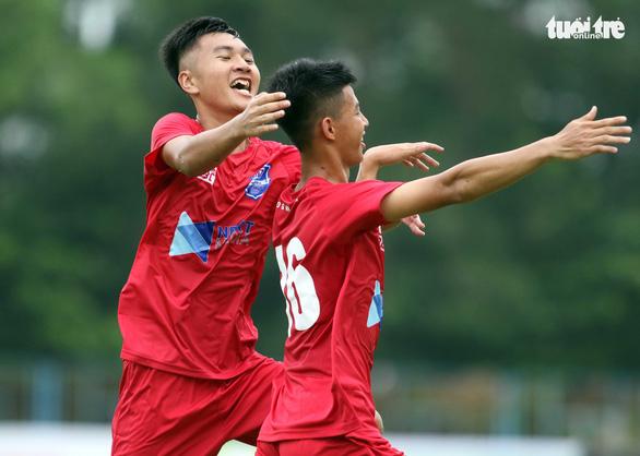 U17 khai màn với trận đấu có 1 thẻ đỏ 10 thẻ vàng - Ảnh 1.