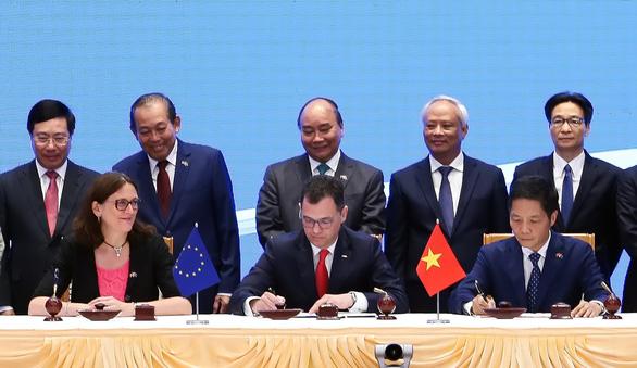 Ký hiệp định thương mại tự do và hiệp định bảo hộ đầu tư VN - EU: Người dân, doanh nghiệp hưởng lợi - Ảnh 1.