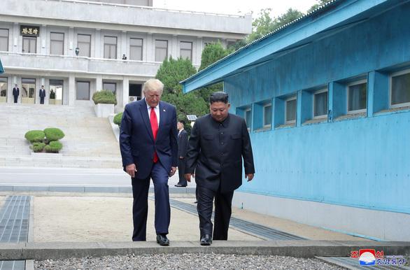 Ivanka Trump nổi bật trong chuyến công du châu Á của cha - Ảnh 2.