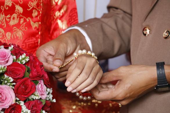 Cay đắng kết hôn giả : Tan nát ở Mỹ - Ảnh 5.