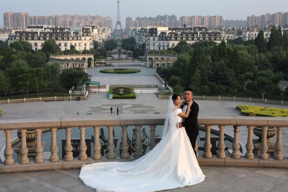 Giới trẻ Trung Quốc ném đá đề xuất 18 tuổi cho phép cưới - Ảnh 1.
