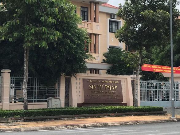 Cảnh cáo nguyên phó giám đốc Sở Tư pháp Hậu Giang - Ảnh 1.