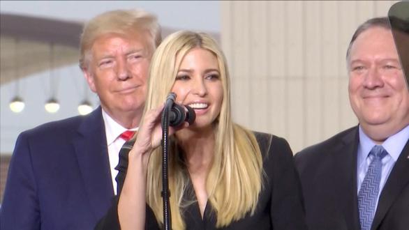 Ivanka Trump nổi bật trong chuyến công du châu Á của cha - Ảnh 3.