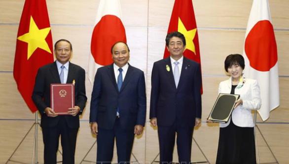 Thủ tướng Việt Nam và Thủ tướng Nhật Bản chứng kiến lễ trao đổi các văn kiện hợp tác - Ảnh 2.