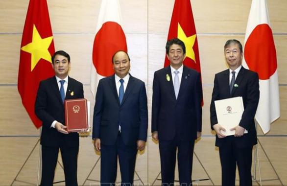 Thủ tướng Việt Nam và Thủ tướng Nhật Bản chứng kiến lễ trao đổi các văn kiện hợp tác - Ảnh 1.