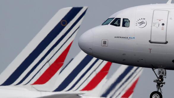 Pháp công bố việc đánh thuế môi trường với các chuyến bay - Ảnh 1.