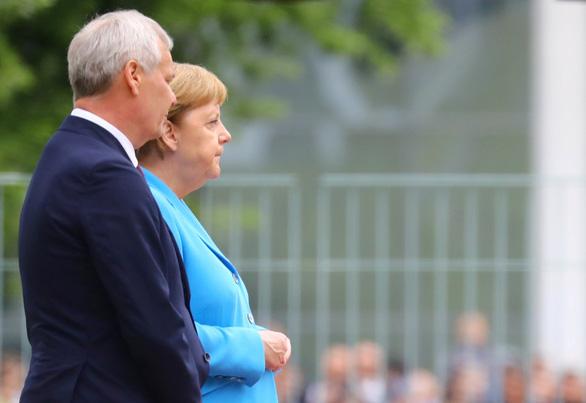 Bà Merkel run rẩy bất thường lần thứ 3 trong một tháng - Ảnh 1.